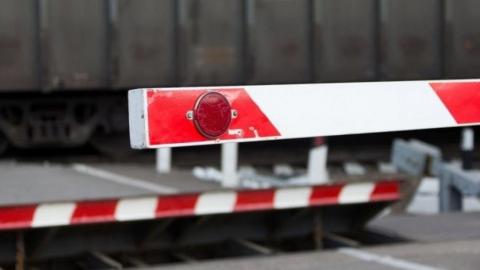 Железнодорожный переезд временно закроют на ремонт