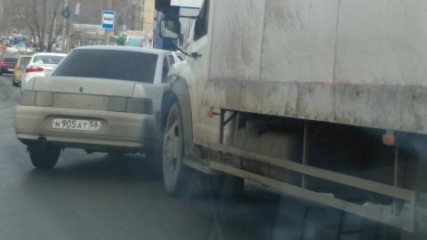 "Грузовик на спуске ударил ""десятку"" с пензенскими номерами"