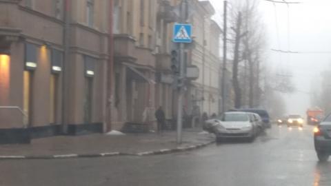На перекрестке в центре Саратова не работают светофоры