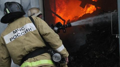 Огонь уничтожил большой сельский дом