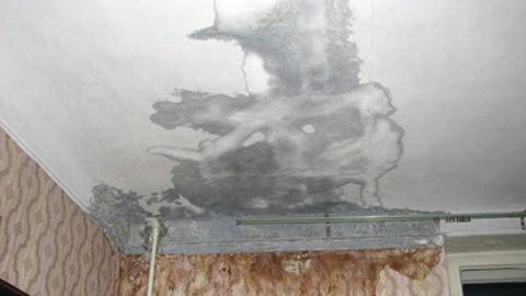 Из-за текущей крыши обесточена часть дома