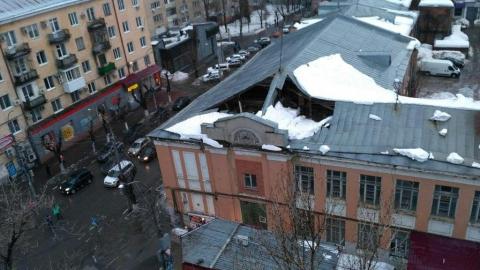 Крыша дома провалилась в центре Саратова. Перекрыта улица Сакко и Ванцетти