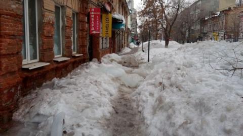 Заваленную снегом улицу Сакко и Ванцетти пообещали очистить до 20 марта