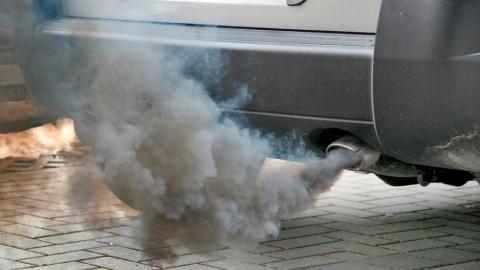 16-летняя девушка отравилась выхлопными газами. Возбуждено уголовное дело