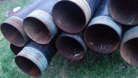 Трое мужчин выкопали более трех километров мелиоративных трубопроводов