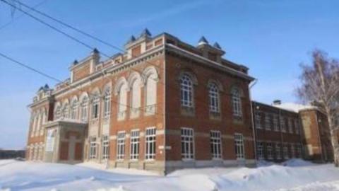 Чиновников заставили отремонтировать бывшее коммерческое училище