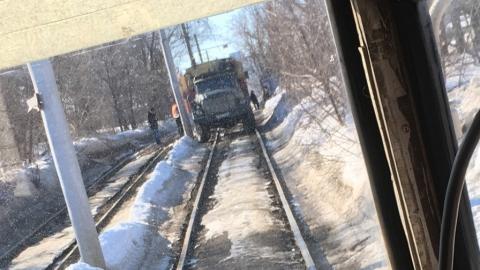 11-й маршрут трамвая сокращен из-за ремонтной бригады на путях