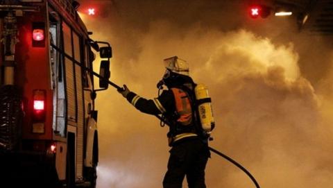 Ранним утром в Энгельсе сгорел строительный вагончик