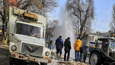 В центре Саратова забил огромный коммунальный фонтан