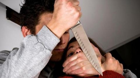 Инвалид жестоко изрезал сожительницу за ее измены