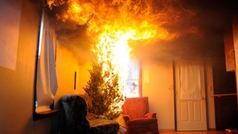 На пожаре погибли пожилые супруги