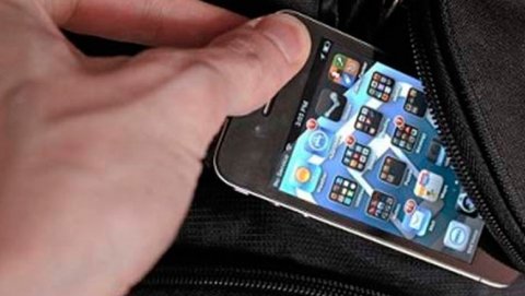 Ночью 8 марта у саратовчанки в такси украли телефон