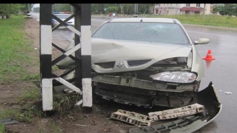 После потери сознания водитель врезался в столб и погиб