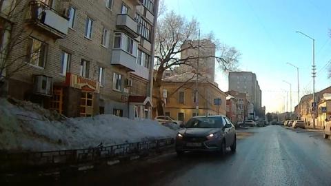 """Лада"" проехалась ""против шерсти"" в центре Саратова"