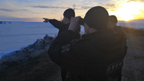 Росгвардейцы задержали охотников на снегоходах