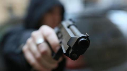 Пьяный саратовец с пистолетом пытался ограбить магазин в Подмосковье