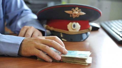 Оперативника подозревают в присвоении миллиона рублей у двух подследственных