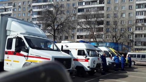 Веронике Скворцовой в Саратове показали мобильные медицинские комплексы