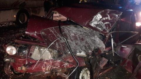 В столкновении «шестерки» и автобуса погиб молодой человек, пятеро ранены