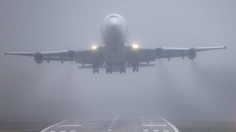 Снег и туман вынудили отменить и задержать несколько авиарейсов