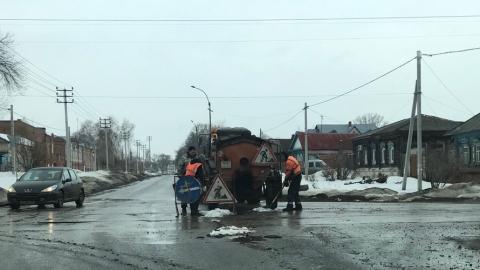 Балаковцев удивили инновационные способы ремонта дорог