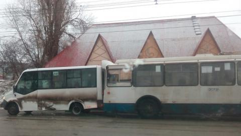 """Троллейбус """"забодал"""" маршрутку"""