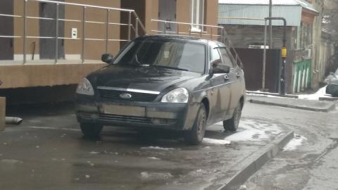 "Автохам на ""Ладе"" занял тротуар"