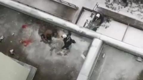70-летняя женщина выпала с пятого этажа