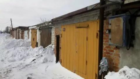 """В поисках угнанной """"шестерки"""" полицейские прочесали гаражные массивы в трех поселках"""