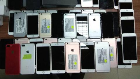 Из салона связи украли три планшета и 28 телефонов