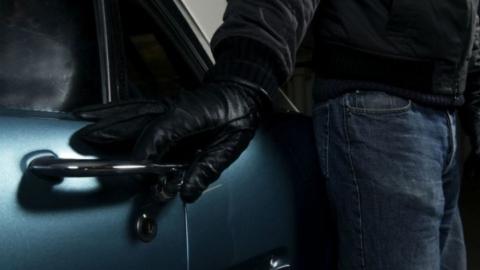 Таксиста уличили в краже радара из машины