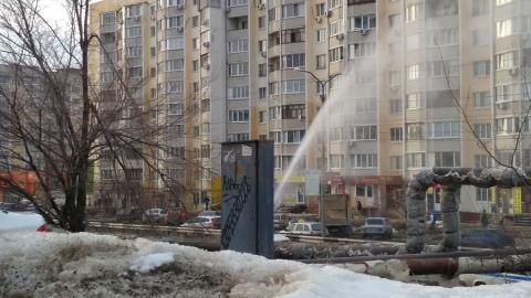 На теплотрассе забил фонтан
