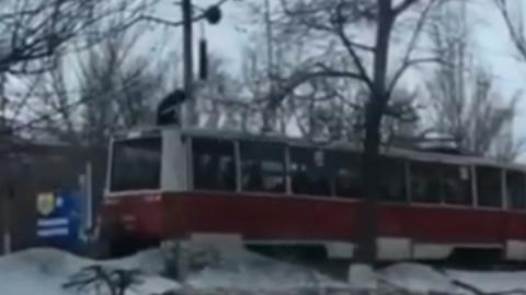 Зацепер на крыше трамвая. Полицейские начали проверку