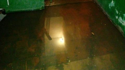 Дом в Энгельсе затапливает канализация