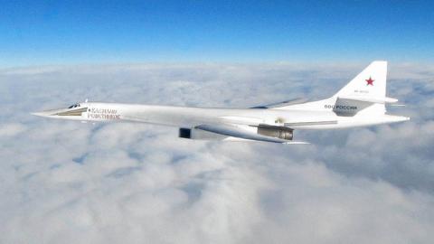Энгельсские ракетоносцы пролетели над нейтральными водами в сопровождении ВВС Великобритании и Бельгии