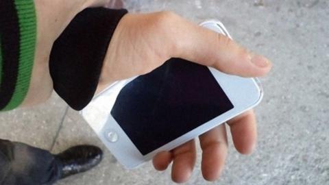 У 13-летнего мальчика на окраине Саратова отобрали телефон