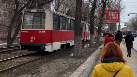 Трамваи №3 остановились из-за поломки рельсов