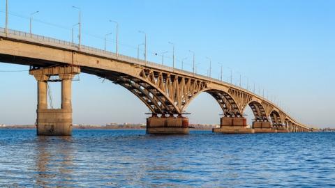 """Гулявший под мостом подросток: """"Мы показали, чтобы люди не пытались сюда попасть"""""""