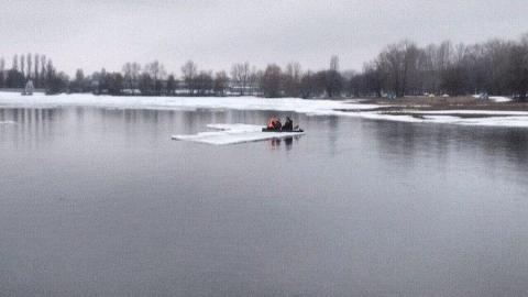 Двух девочек унесло по Волге на отколовшейся льдине