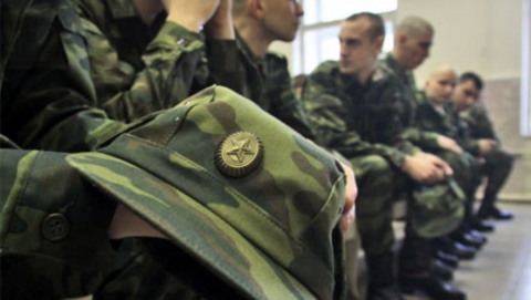 Педагогов начнут призывать в армию на месяц позже остальных