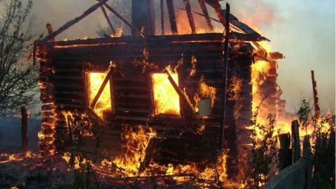 Староста нашел два трупа после пожара в доме