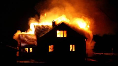 Ночью в Саратове горел дом