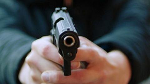 Мужчина с пневматическим пистолетом ограбил магазин ради бутылки пива