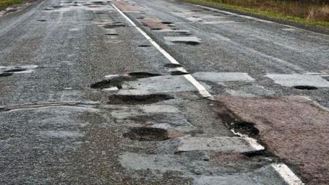 Дорожники прокомментировали видеоролик с разбитой трассы Ершов - Саратов