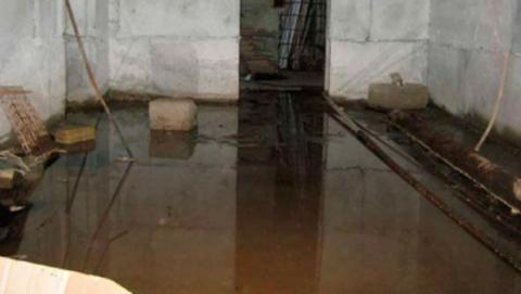 Затопленным домом занялись следователи
