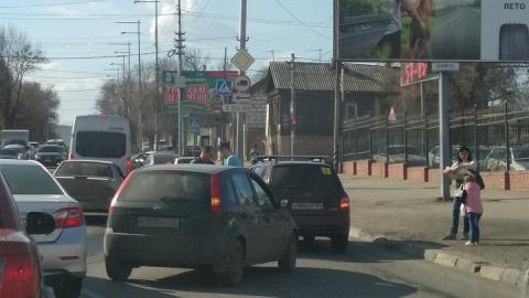 """""""Форд"""" и """"Калина"""" заблокировали улицу Соколовую"""