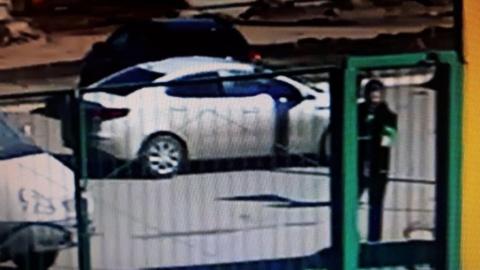 Следователи и полицейские начали розыск извращенца, испугавшего 12-летнюю девочку