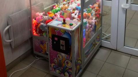 Два подростка утащили монетоприемник из автомата игрушек