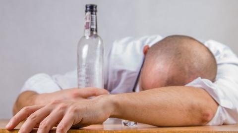 Мужчина после пьянки с двумя дамами лишился техники