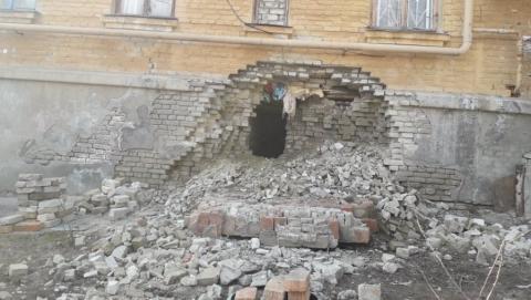 """В аварийном доме нашли """"окно в Нарнию"""""""